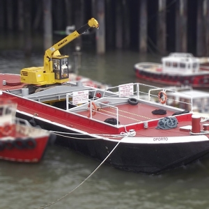 Oporto - Crane Barge | Thameside Services Marine Ltd